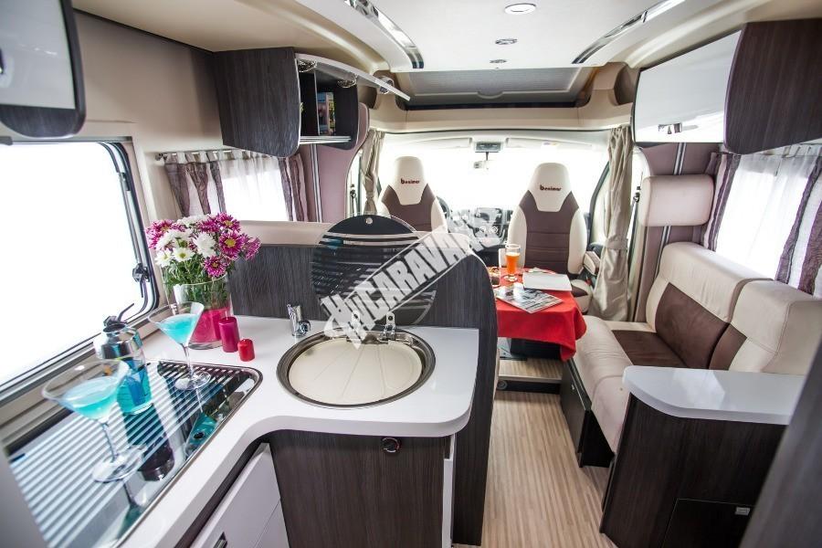 Kabina obytného karavanu Benimar Mileo 242