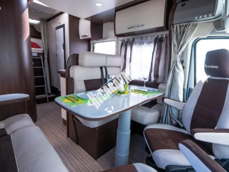 Interiér obytného karavanu Benimar Tessoro T413