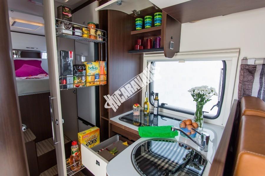 Kuchyň obytného karavanu Benimar Tessoro T442
