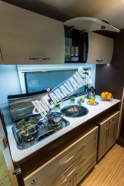 Kuchyň obytného vozu Benimar Tessoro T485