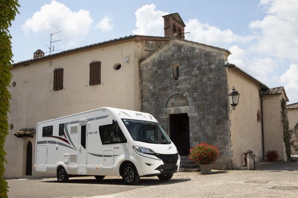 Celointegrovaný obytný vůz NEVIS 822 model 2019