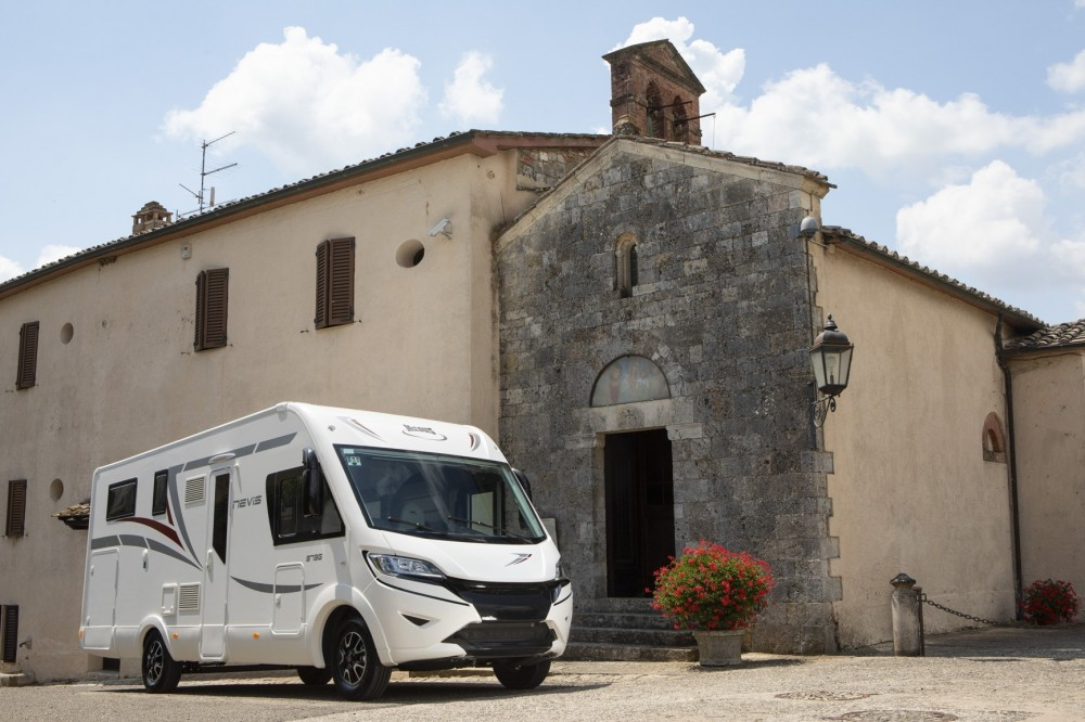 Celointegrovaný obytný vůz NEVIS  375  model 2019