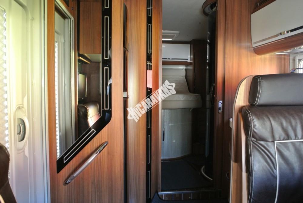 Polointegrovaný karavan MOBILVETTA KROSSER 99 č.21