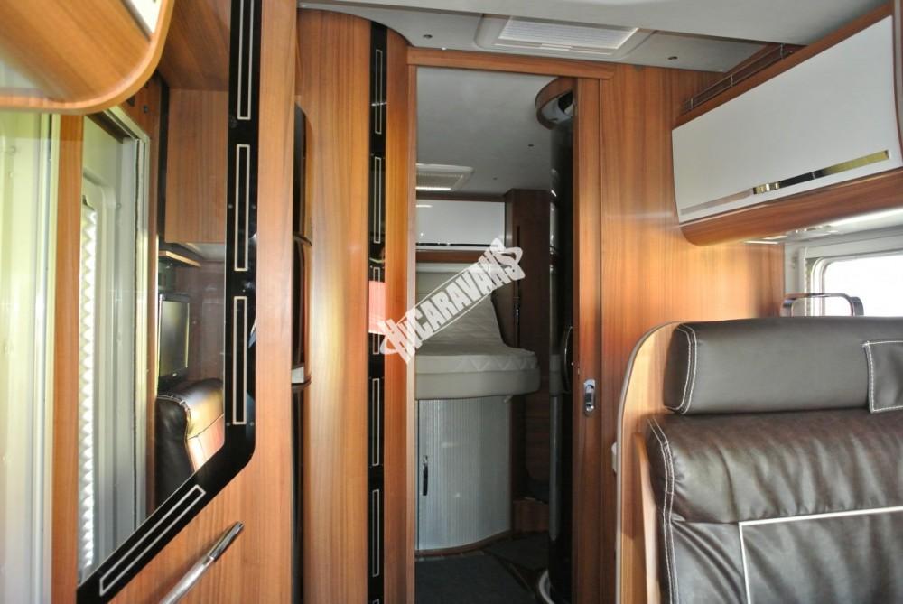 Polointegrovaný karavan MOBILVETTA KROSSER 99 č.22
