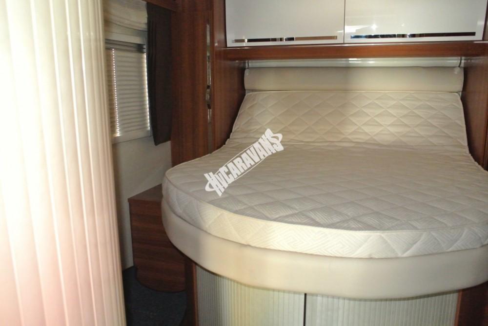 Polointegrovaný karavan MOBILVETTA KROSSER 99 č.24
