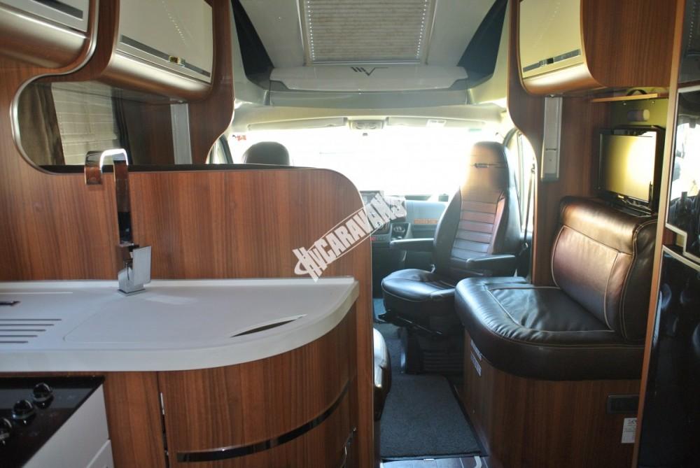 Polointegrovaný karavan MOBILVETTA KROSSER 99 č.27