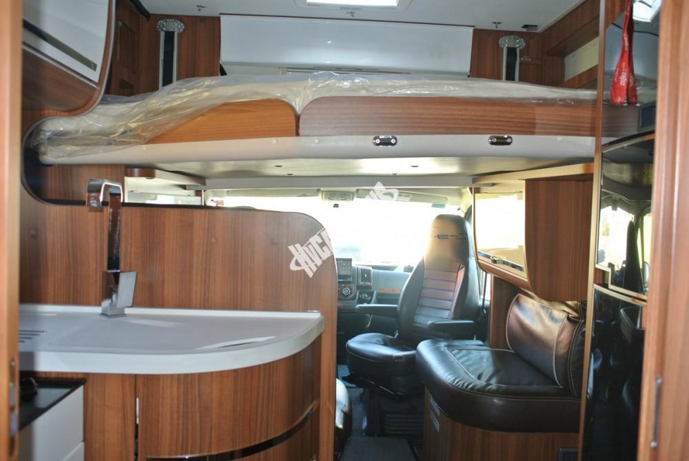 Polointegrovaný karavan MOBILVETTA KROSSER 99 č.28