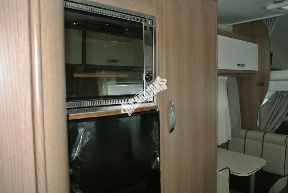 Obytný vůz GLAMYS 22. 7osob jízda/spani s alkovnou garáží 130 PS Klimatizace Safety Pack Alu kola č.17