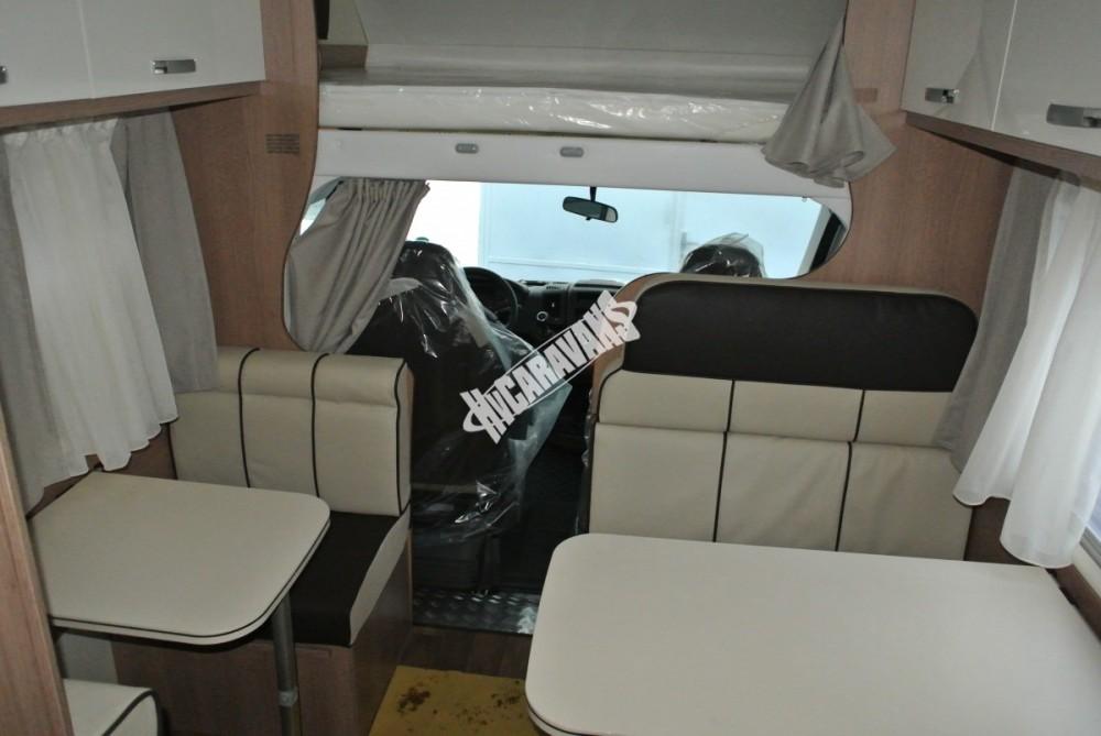 Obytný vůz GLAMYS 22. 7osob jízda/spani s alkovnou garáží 130 PS Klimatizace Safety Pack Alu kola č.18