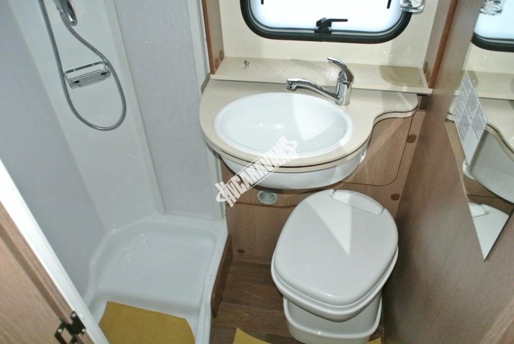 Obytný vůz GLAMYS 22. 7osob jízda/spani s alkovnou garáží 130 PS Klimatizace Safety Pack Alu kola č.20
