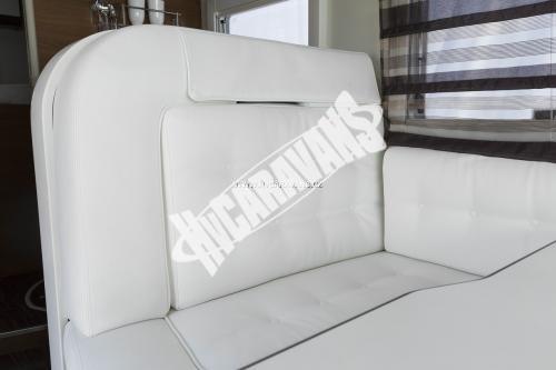 Celointegrovaný karavan Elnagh Magnum 55 s garáží  150 PS Klimatizace  Safety Pack č.4