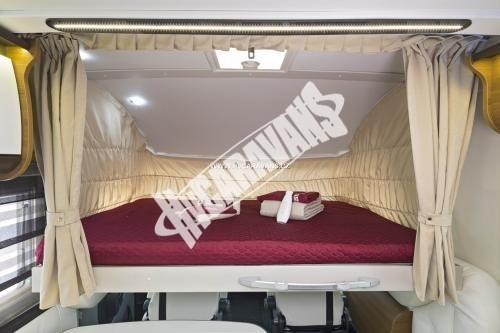 Celointegrovaný karavan Elnagh Magnum 55 s garáží  150 PS Klimatizace  Safety Pack č.5