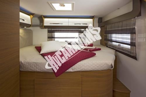 Celointegrovaný karavan Elnagh Magnum 55 s garáží  150 PS Klimatizace  Safety Pack č.6