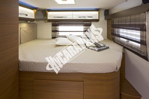 Celointegrovaný karavan Elnagh Magnum 55 s garáží  150 PS Klimatizace  Safety Pack č.10