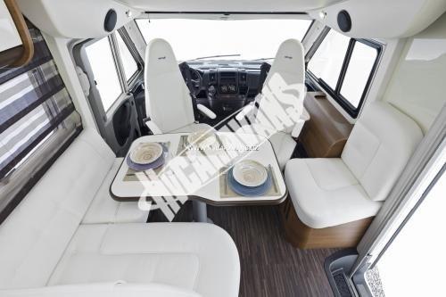 Celointegrovaný karavan Elnagh Magnum 55 s garáží  150 PS Klimatizace  Safety Pack č.11