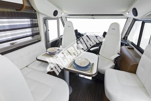 Celointegrovaný karavan Elnagh Magnum 55 s garáží  150 PS Klimatizace  Safety Pack č.12